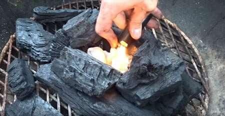 prender fuego al carbón